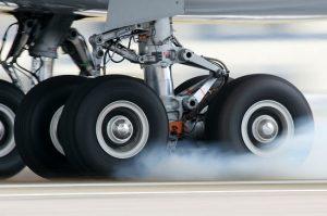 Rueda de avión en aterrizaje