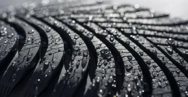 Neumáticos y lluvia