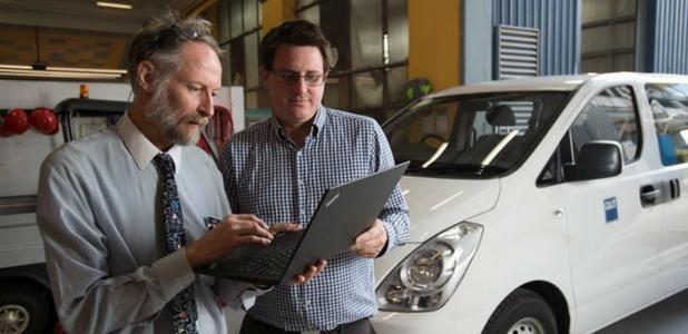 Las universidades de QUT y Deakin prueban un nuevo y revolucionario combustible compuesto por gasóleo y aceite de neumático reciclado