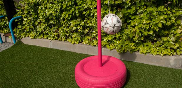Cómo hacer un juego de pelota con un neumático