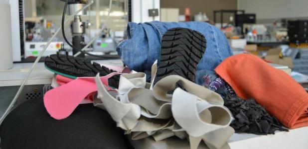 ¿Por qué la suela de mis zapatos no es de caucho reciclado?