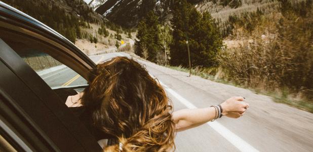 Cómo conducir en carreteras en plena naturaleza