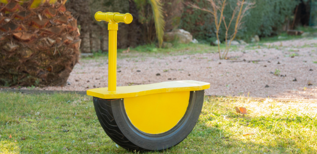 Así se hace un balancín para niños con un neumático reciclado