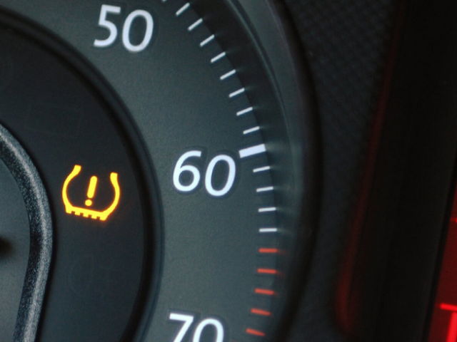Cómo funcionan los sistemas de control de presión de neumáticos, y por qué deberías tener uno