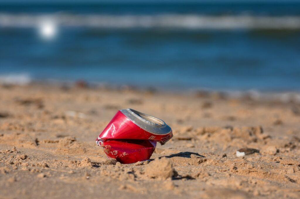 ¿Sirve de algo limpiar las playas de basura?