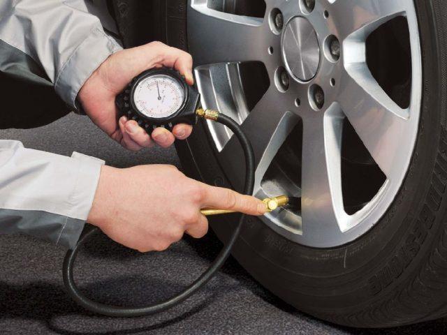 ¿Cómo reiniciar el sensor de presión de los neumáticos?