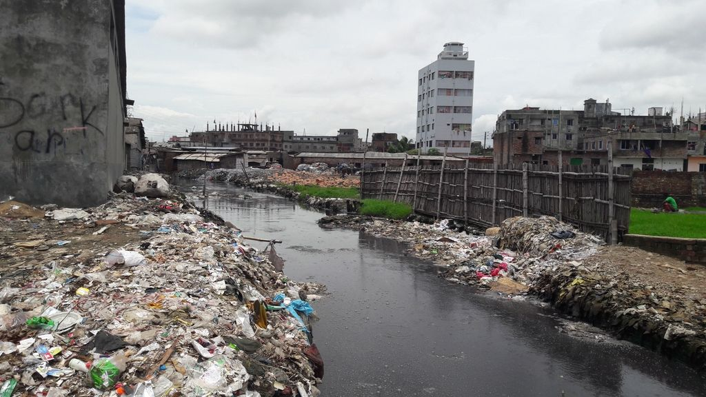 Acumulacion de residuos en Bangladesh