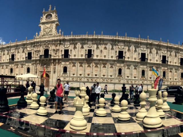 El ajedrez más grande del mundo es español y está hecho con neumáticos reciclados