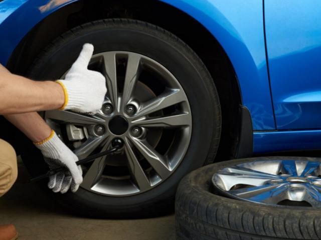 Revisa los neumáticos de tu coche tras la desescalada