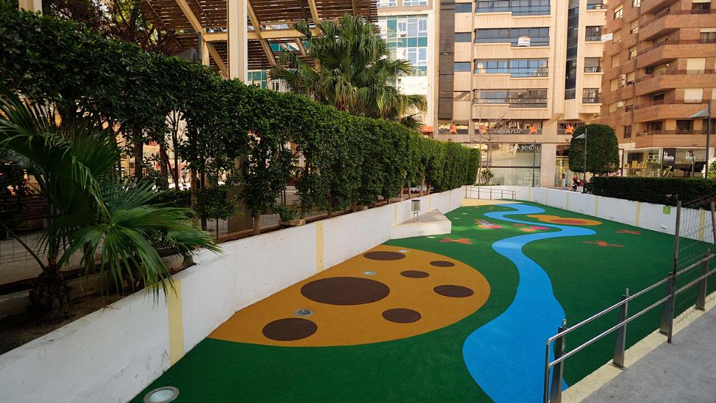 Un parque infantil que se «come» la contaminación