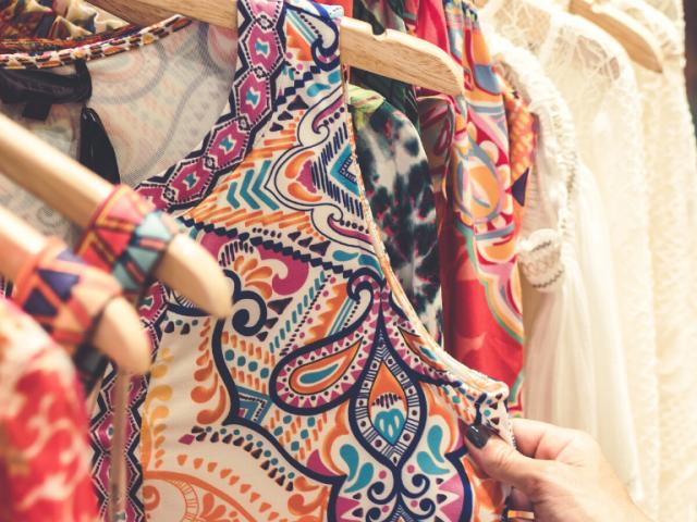 Por qué las tiendas de ropa usada son inmunes al Covid-19