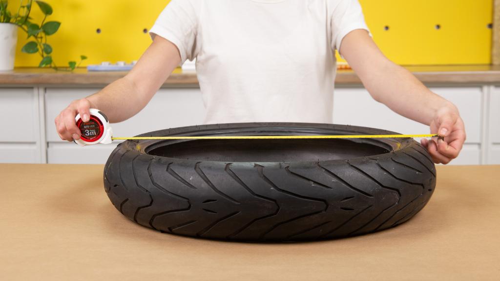Cómo hacer una base de madera a medida del neumático