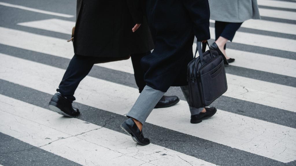 Caminar puede ser una alternativa viable para desplazarse en las ciudades si se combina con otros medios de transporte adicionales