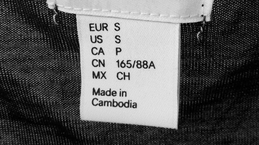 Etiqueta de una prenda de ropa fabricada en Camboya