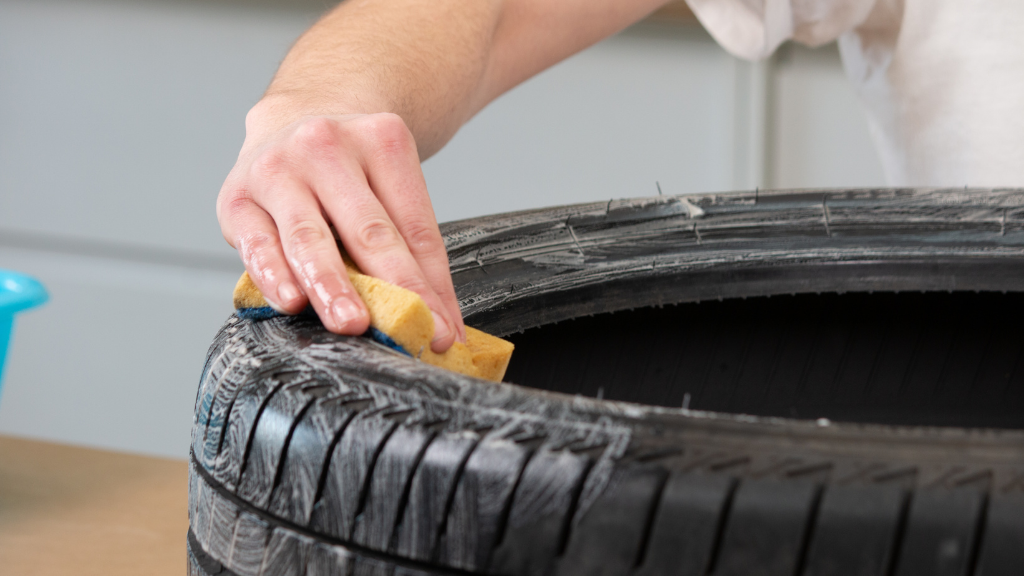 Antes de empezar cualquier proyecto no olvides limpiar el neumático con agua y jabón