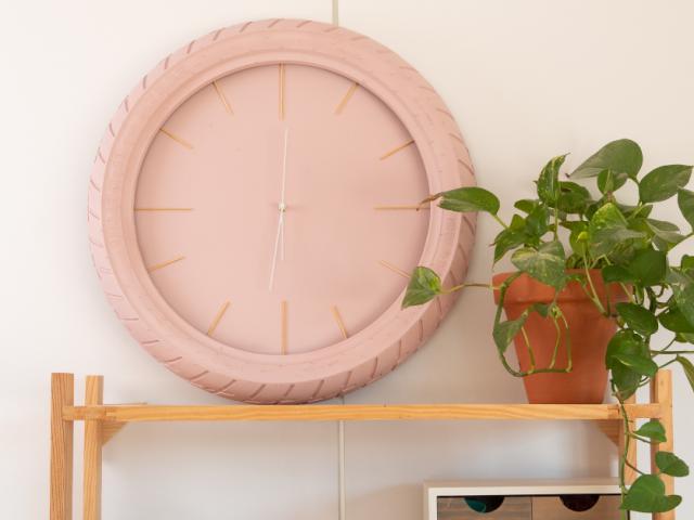 Así se hace: un reloj de pared con un neumático