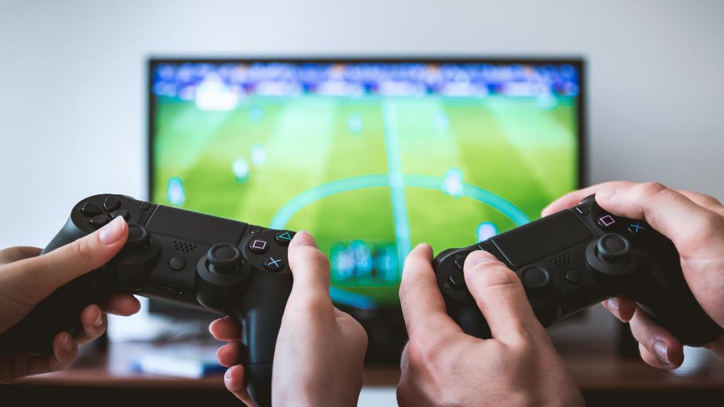 Cómo afecta al medio ambiente que tú juegues a Fornite (o FIFA)